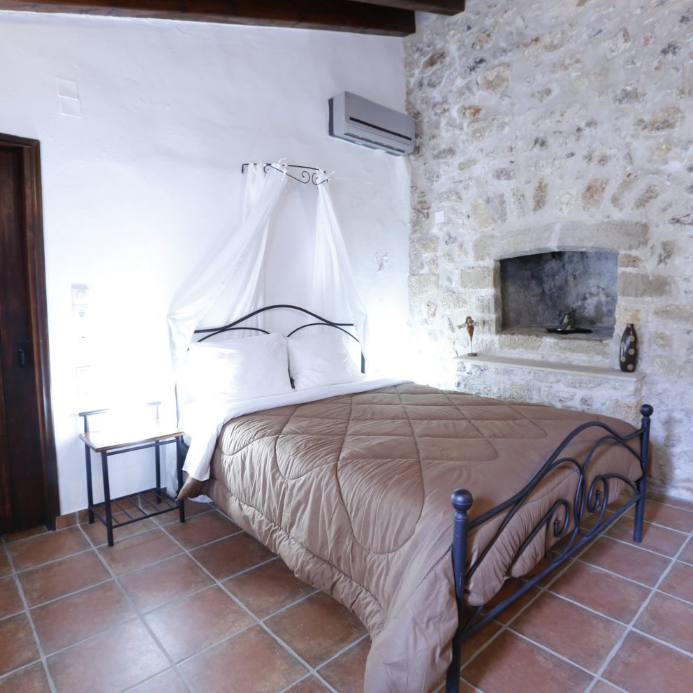 D11 Economy Double Room with Fireplace